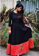 Load image into Gallery viewer, Superior Perfervid Black & Red Pure Cotton Printed Work With Charming Western Tunics