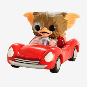 Gizmo in red car (Rs)