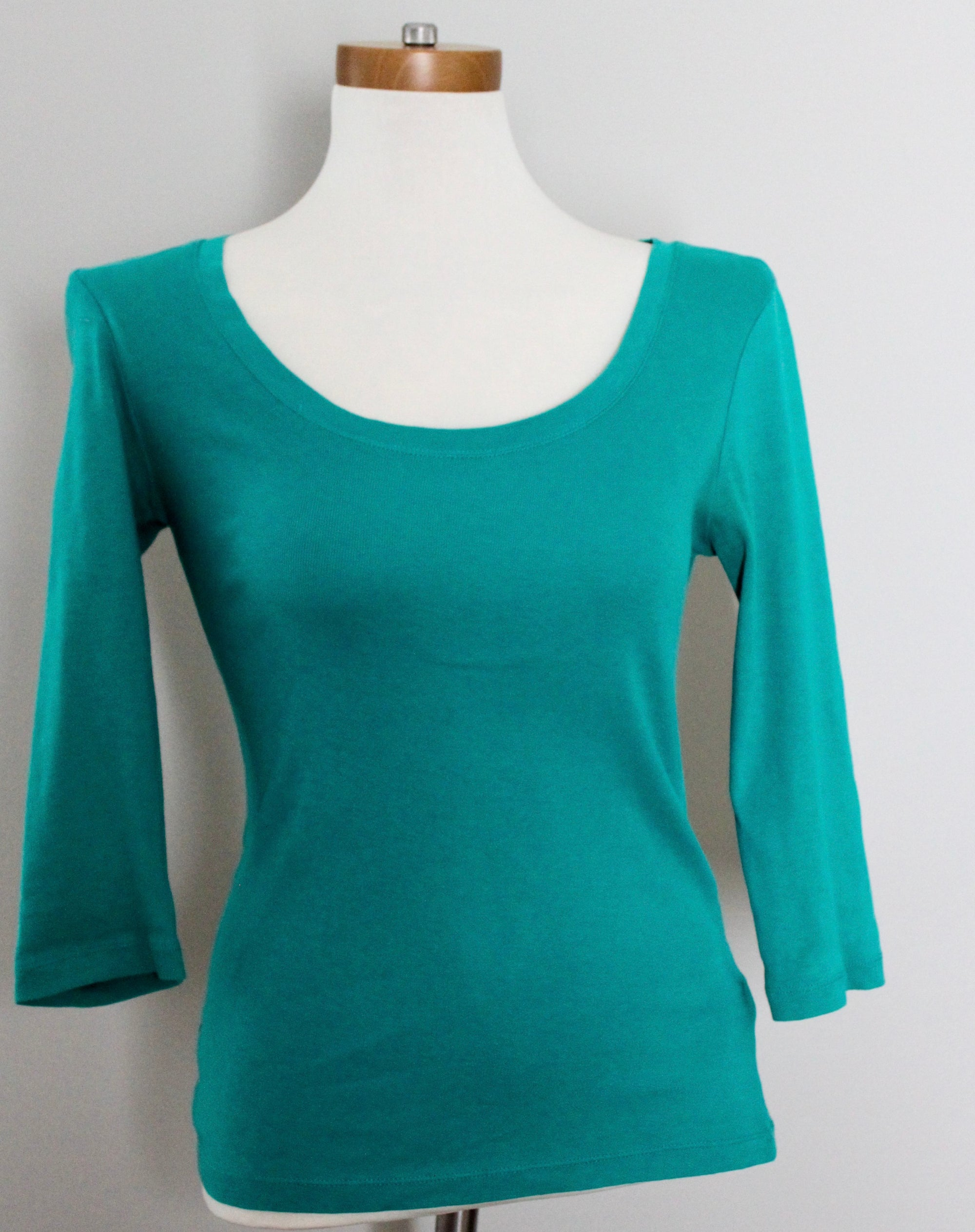 GAP Light Summer green tee