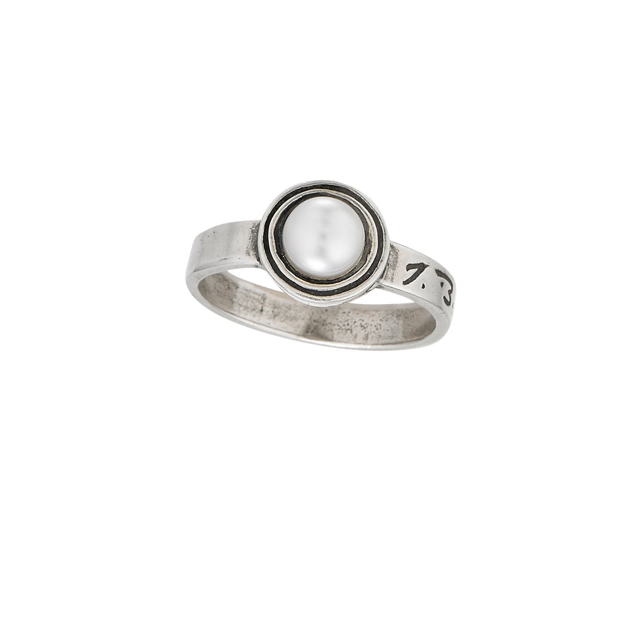Deceaux Small Pearl Ring