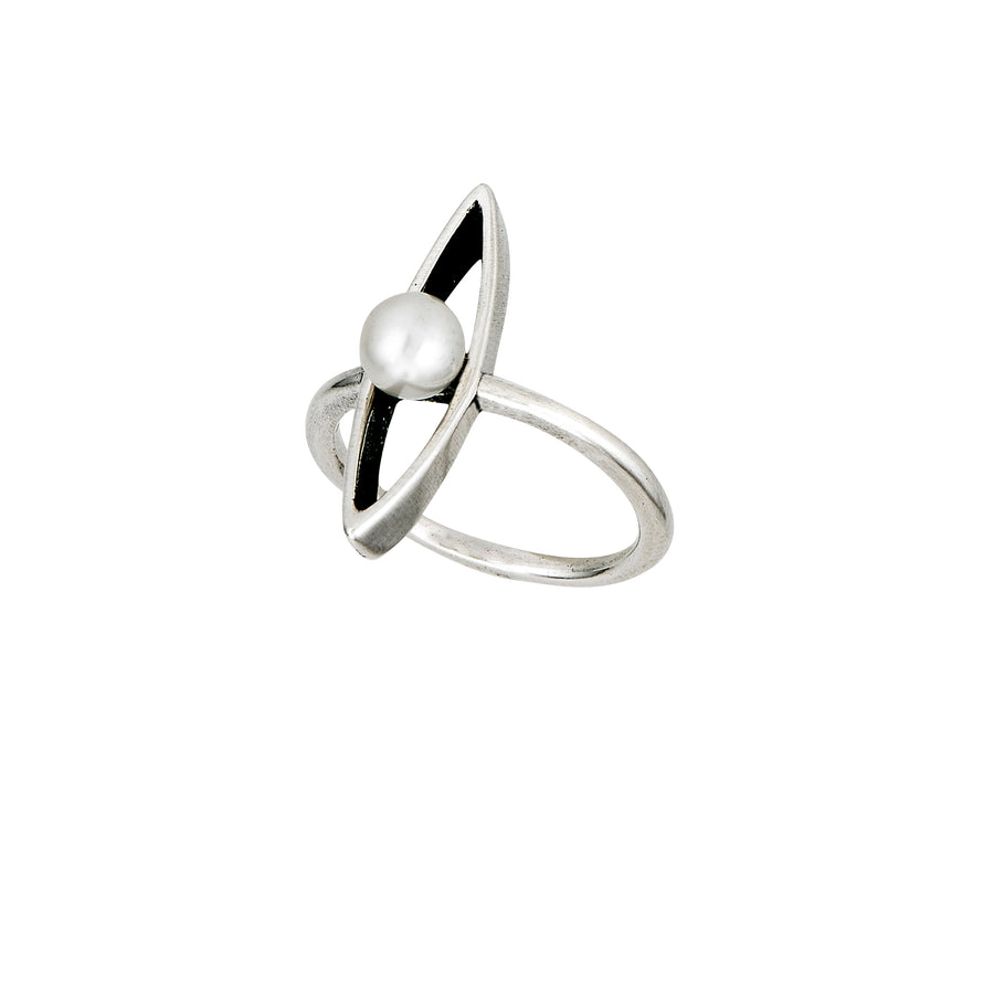 Pirogue Pearl Ring