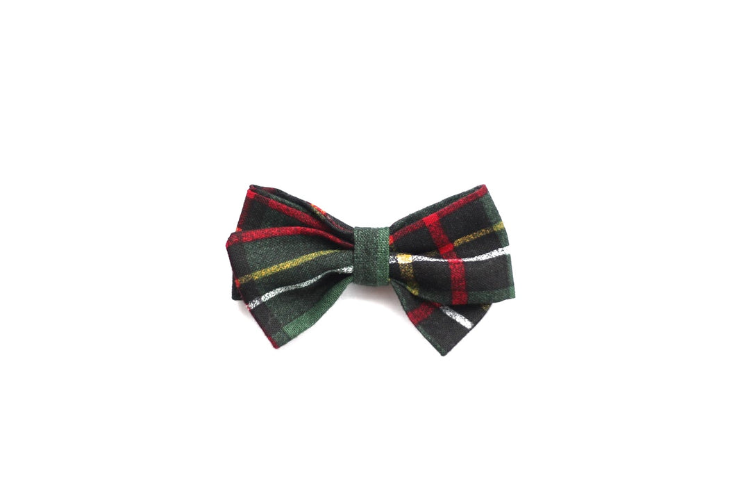 Classic Bow // Green Tartan Plaid - Knots and Dots
