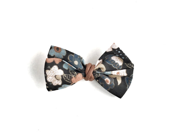 Classic Bow // Vintage Floral - Knots and Dots