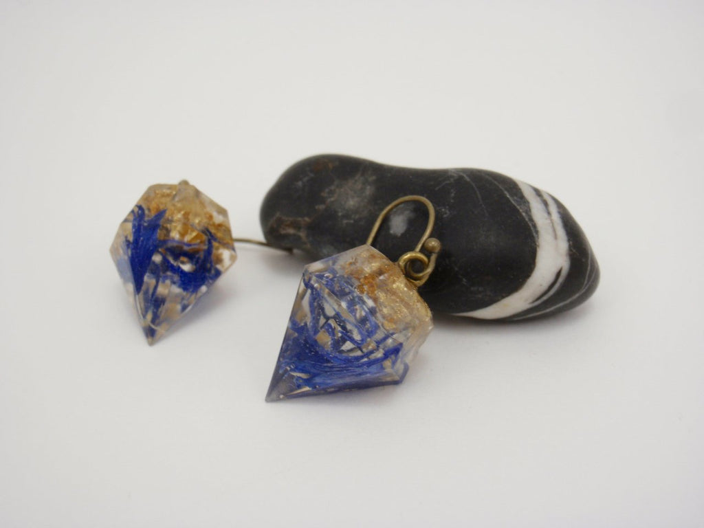 Cornflower diamond-shape earrings