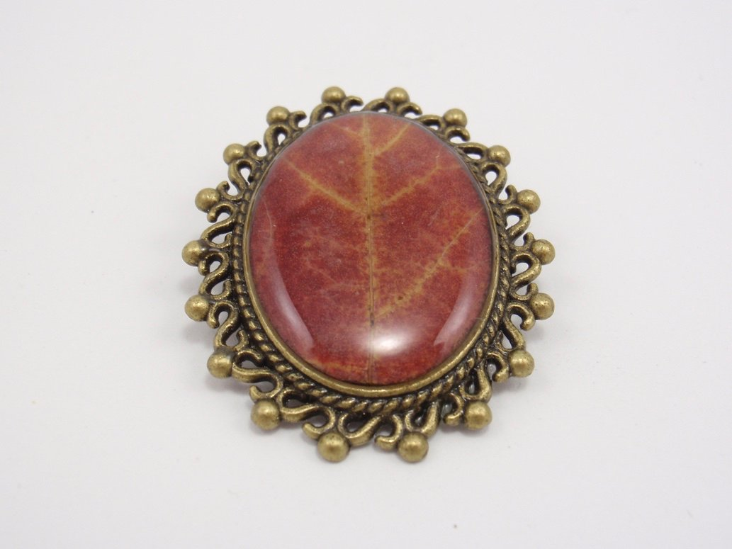Autumn maple leaf brooch