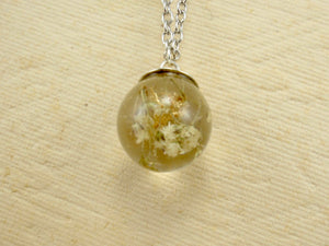 White flower necklace with golden leaves