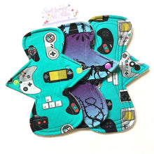 Load image into Gallery viewer, Cloth Sanitary Pads - Light & Regular Starter Pack
