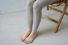 Load image into Gallery viewer, Nishiguchi Kutsushita, Silk, Made in Japan, Ethically Produced, Leggings, Ribbed, Oatmeal