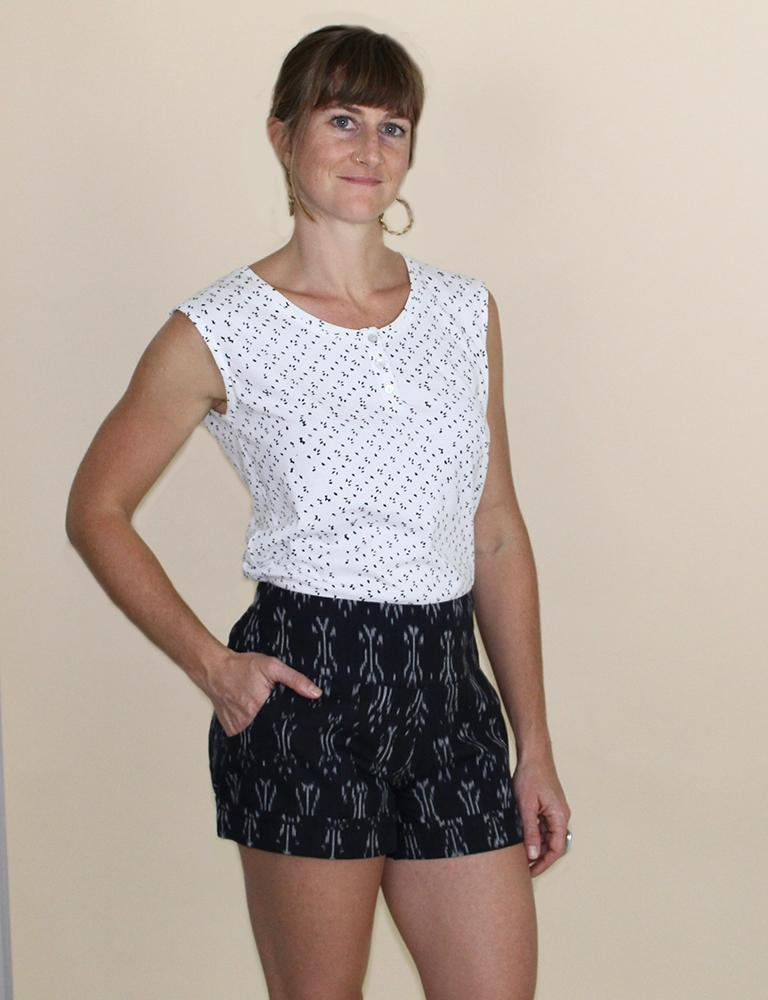 Betty Black Ikat Short with Wide Band and Pockets - Passion Lilie