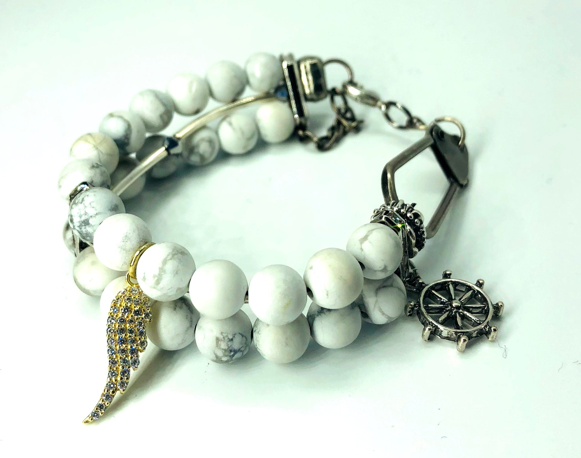 white stone accesosorie for hand