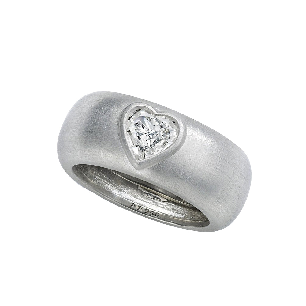 Gravity Ring With Heart-Shaped Diamond