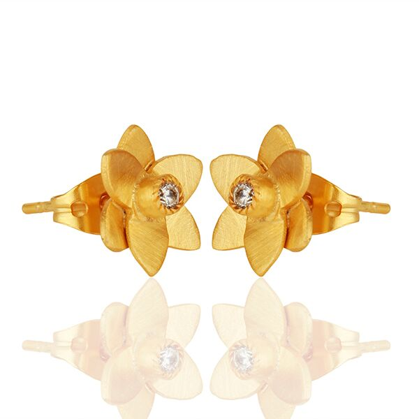 Small flower design stud earrings