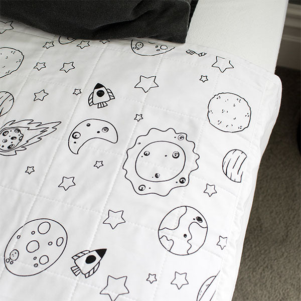 files/Waterproof_bed_pad_in_space_design.jpg