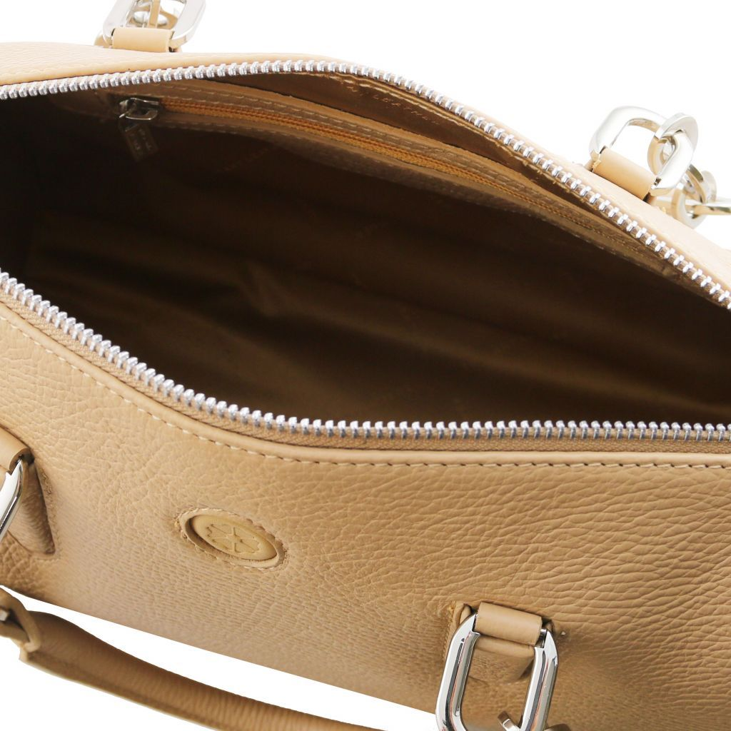 Narciso Hammered Leather Duffle Bag_29