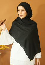 Load image into Gallery viewer, Atiyya Cotton Shawl (Black)