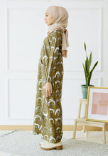 Load image into Gallery viewer, Doodle Split Long Top (Olive Green)