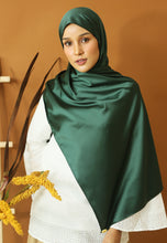 Load image into Gallery viewer, Miska Satin Shawl (Emerald Green)