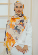 Load image into Gallery viewer, Rawdha Flower Shawl (Mustard)