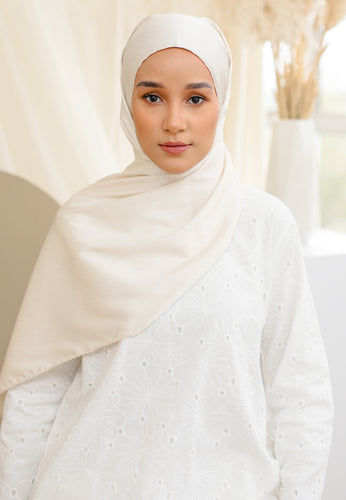 Azalea Satin Shawl (Cream)