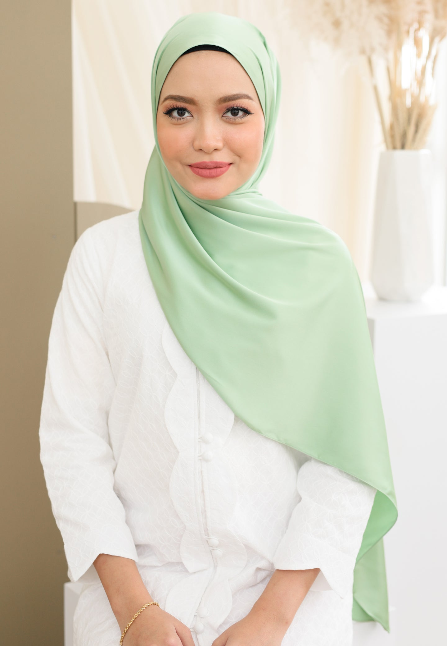 Suri Satin Shawl (Apple Green)