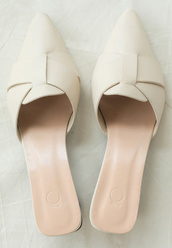 Ivy Pointed Mules (Ecru)