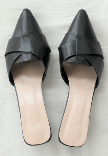 Ivy Pointed Mules (Black)