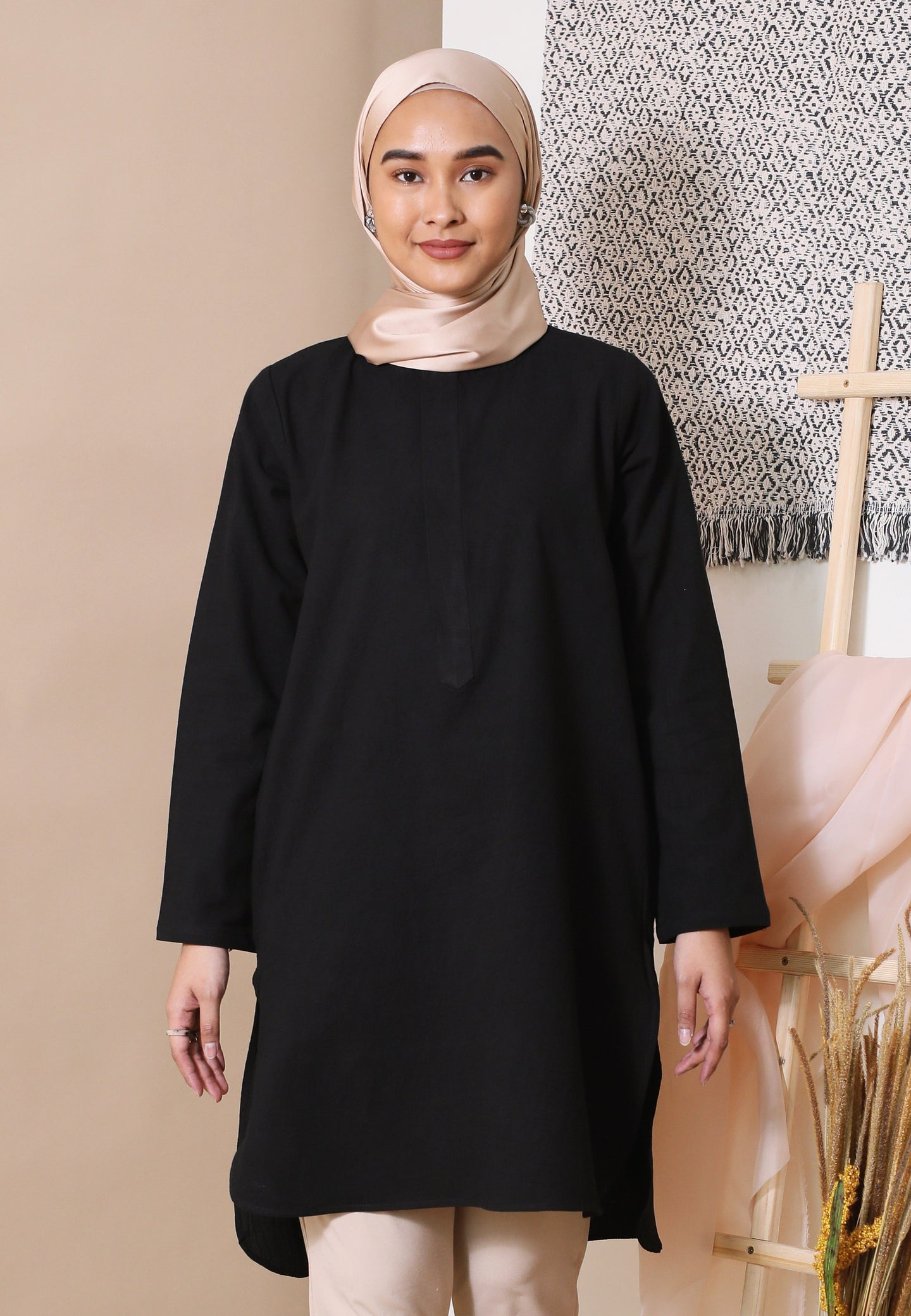 Mahdia Linen Top (Black)