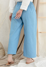 Load image into Gallery viewer, Daleela Relax Jeans (Soft Blue)