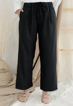 Load image into Gallery viewer, Lubna Relax Pants (Black)