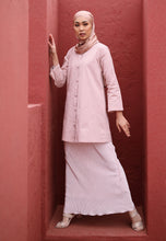 Load image into Gallery viewer, Aleesa Pleated Kurong (Soft Pink)