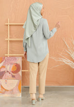 Load image into Gallery viewer, Tahiraa Basic Top (Dusty Teal)
