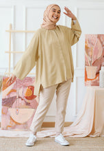 Load image into Gallery viewer, Shurah Baggy Top (Nude Brown)