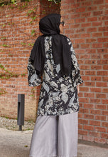 Load image into Gallery viewer, Asnaa Printed Top (Black)