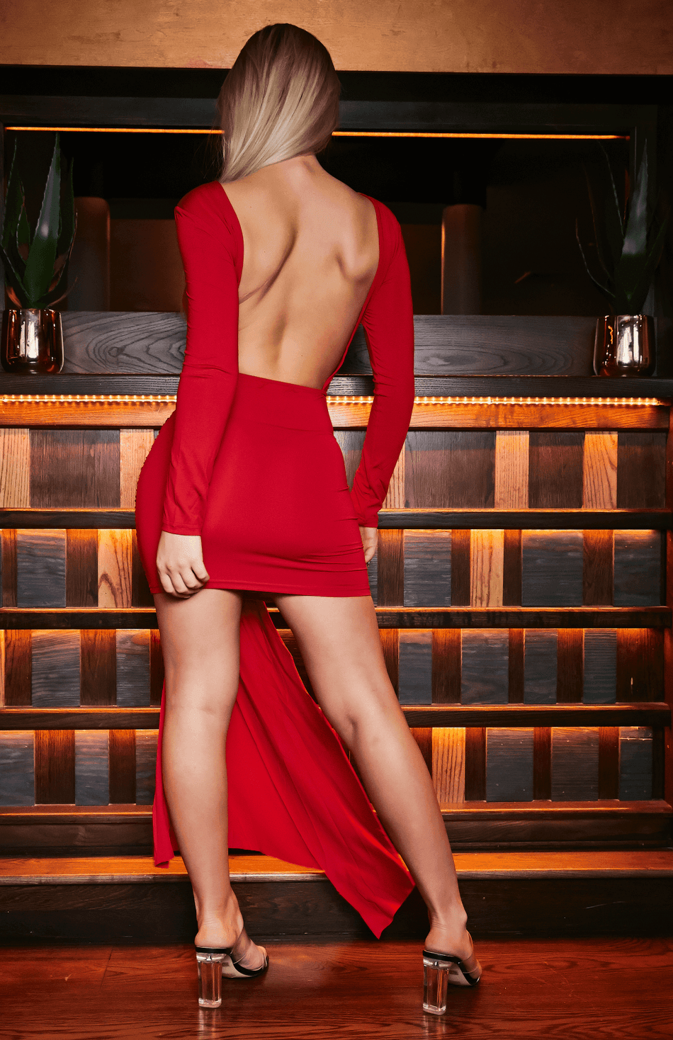 Red Open Back Scrunch Unregelmäßiges, figurbetontes Kleid