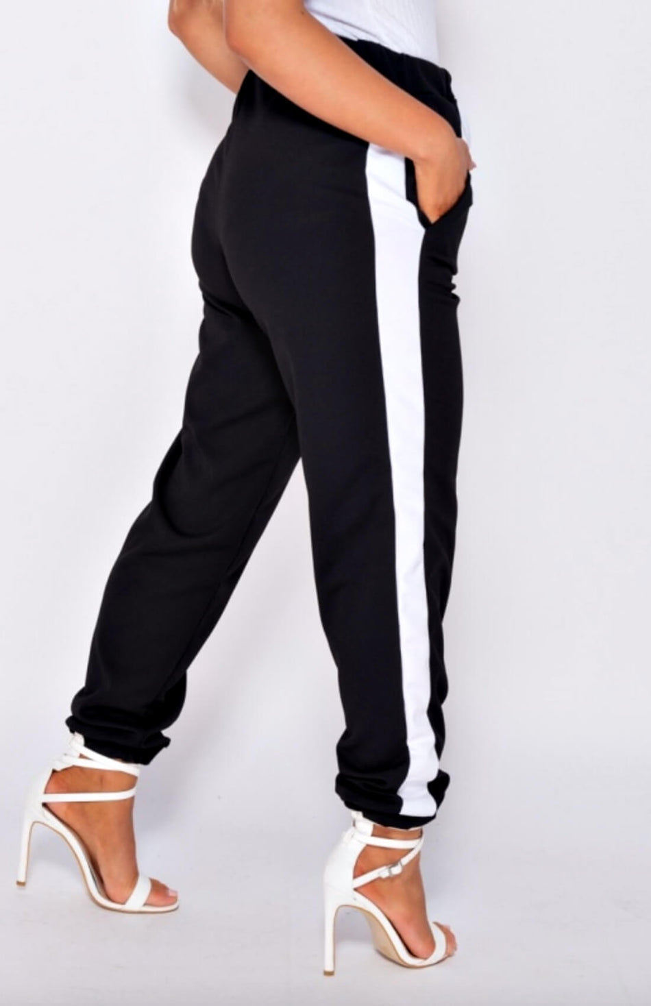 Joggers con rayas laterales negras
