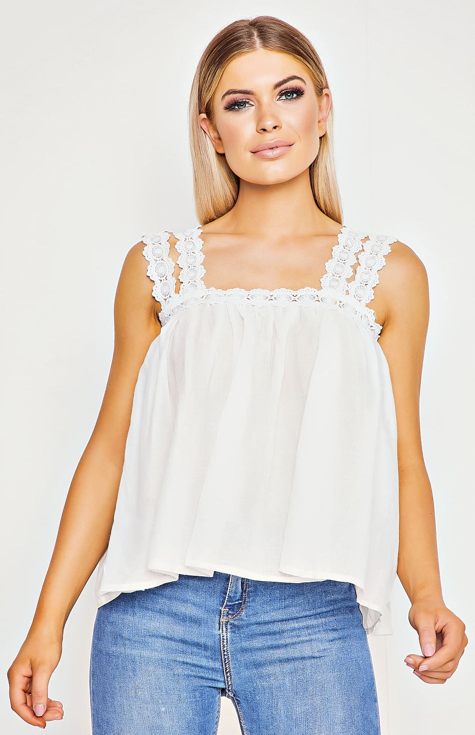 Top con tracolla in pizzo bianco