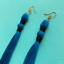 Load image into Gallery viewer, black DOUBLE PINCH blue tassel earring
