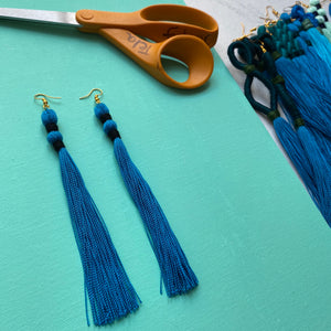 black DOUBLE PINCH blue tassel earring