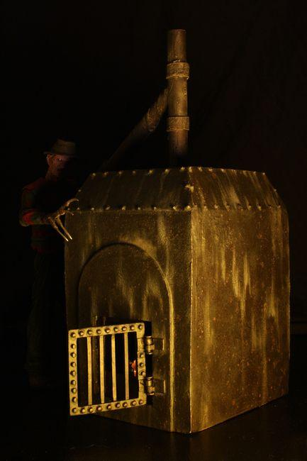 A NIGHTMARE ON ELM ST - NECA Freddy Krueger Diorama - Freddy's Furnace-NECA-6-39819-Classic Horror Shop