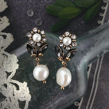 Load image into Gallery viewer, Flower Dipped in Pearl Earrings