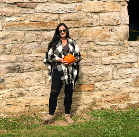 Black White Buffalo Plaid Poncho Fall Look destroyed black jeans booties basic tee