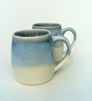 Barrel shape mug. Blue and white.