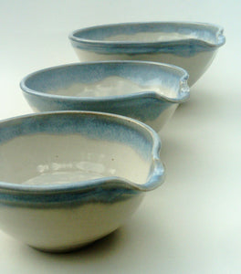 Nest of three mixing bowl set with pouring lips. Blue and white.