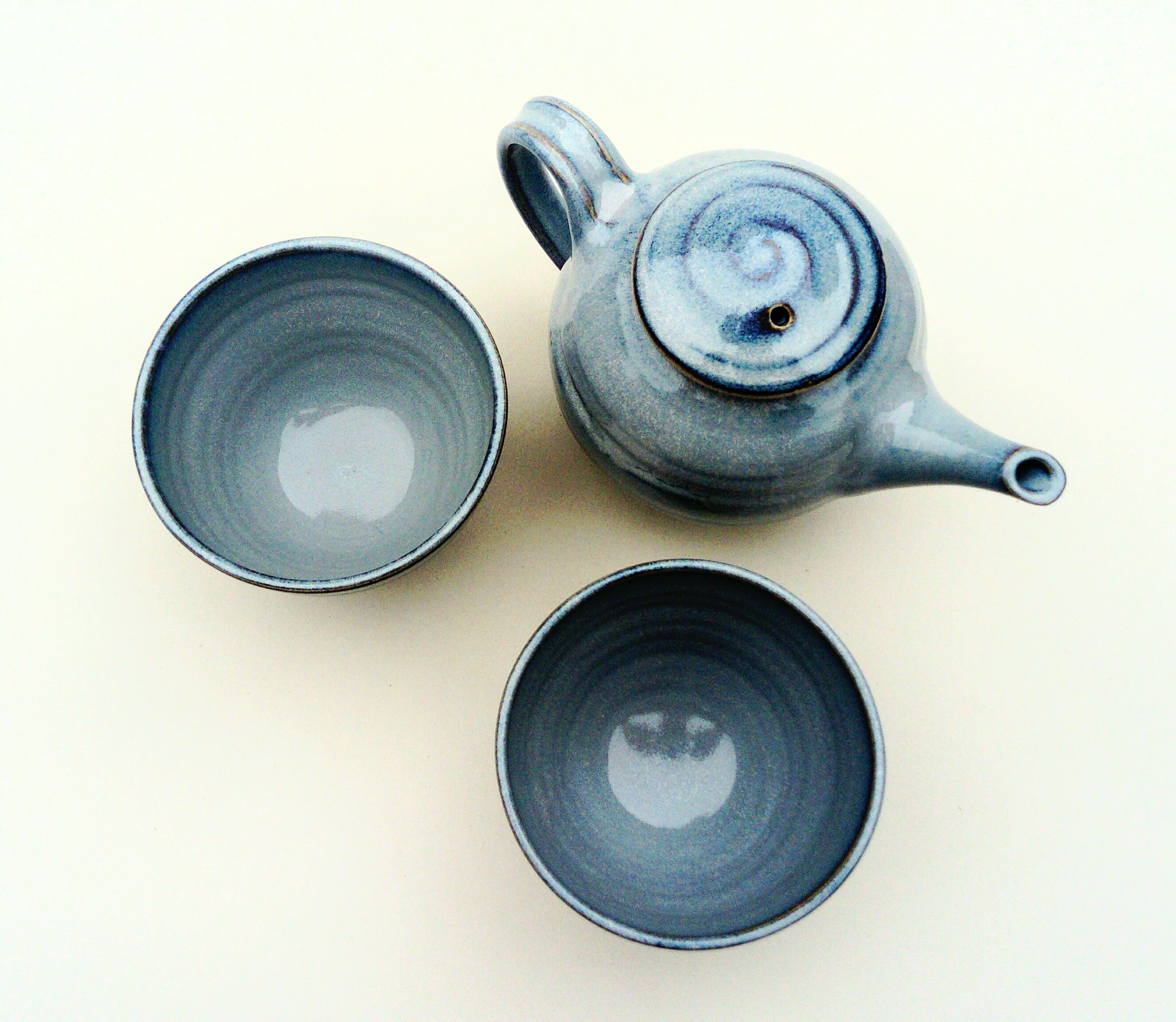 Tea pot with 2 tea bowl set. Blue aurora.