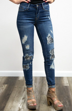 Load image into Gallery viewer, Judy Blue Snake Python Skinny Jeans