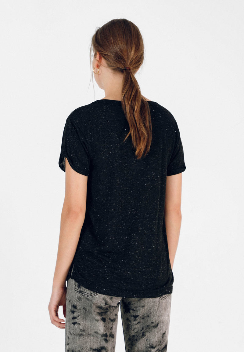 T-SHIRT WITH LARGE STUDDED SKULL