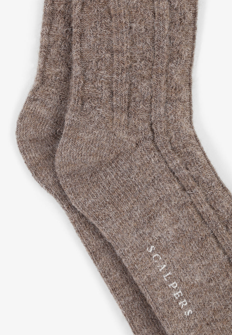 PREMIUM CABLE-KNIT SOCKS