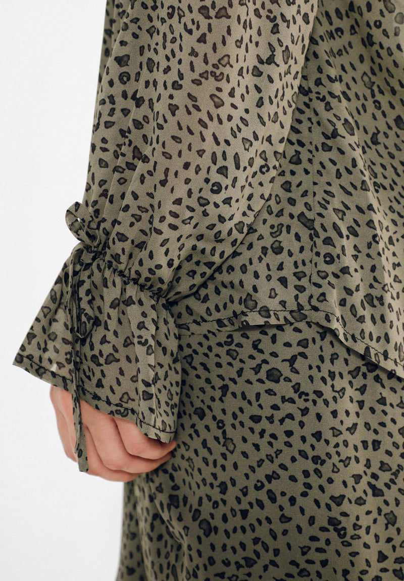 ANIMAL PRINT FLOWING SHIRT