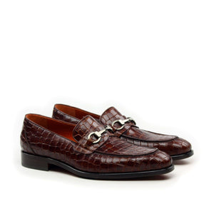 Omine Split Toe Loafer With Ornament