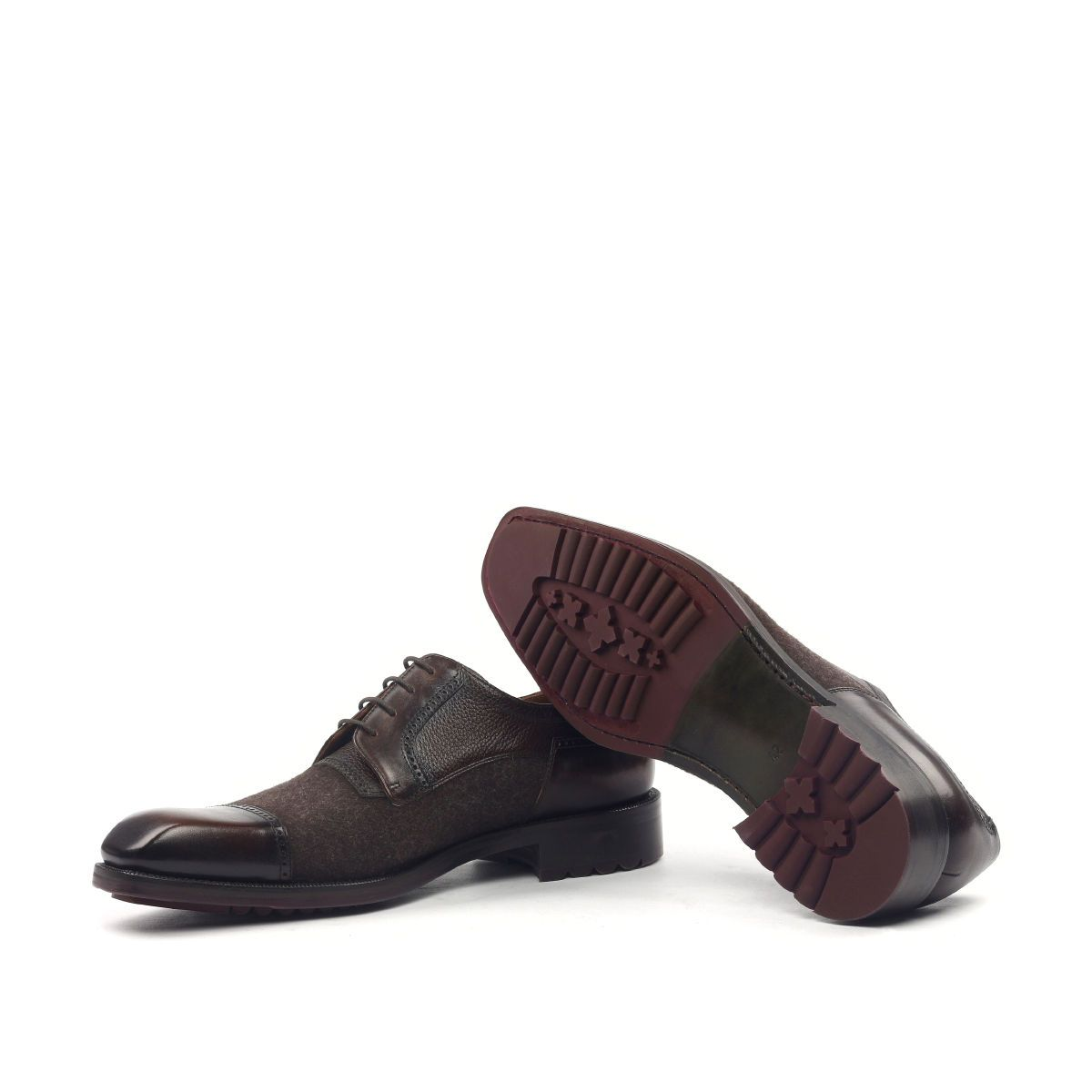 Omine Perforated Details Cap Toe Derby